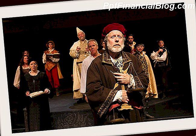 The Rogue Theatre in Tucson podia The Merchant of Venice